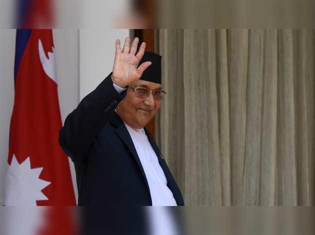 नेपाल पीएम केपी शर्मा ओली राष्ट्रपति से मिलने शीतल निवास पहुंचे
