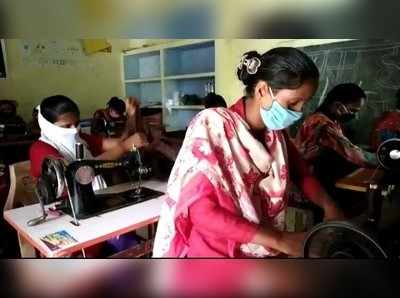 अयोध्याः SSG ग्रुप की महिलाओं को मिला रोजगार, बना रहीं स्कूली यूनिफॉर्म