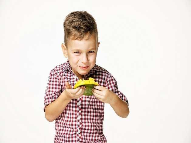 बच्चों को इस उम्र से पहले न खिलाएं आम वरना फायदे की जगह होगा नुकसान