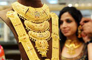 सोने की कीमतों में भारी गिरावट और चांदी भी 1168 रुपये क...