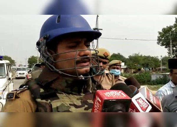 Video-कानपुर IG बोले- 2 बदमाश ढेर, जंगल में पेट्रोलिंग के वक्त हमला, देखें वीडियो