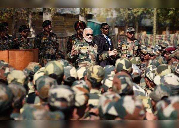 2017 में भी सैनिकों संग दिवाली मना चुके पीएम मोदी