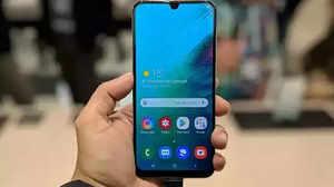 Samsung से OnePlus तक, सस्ते हो गए ये धांसू स्मार्टफोन