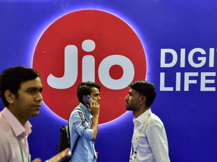 Reliance Jio Plans: देखें पूरी लिस्ट, 98 रुपये से लेकर 4,999 रुपये तक धांसू डेटा प्लान