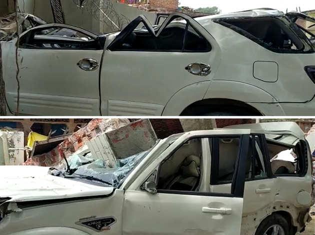 विकास दुबे की कारों को भी पुलिस ने नहीं बख्शा