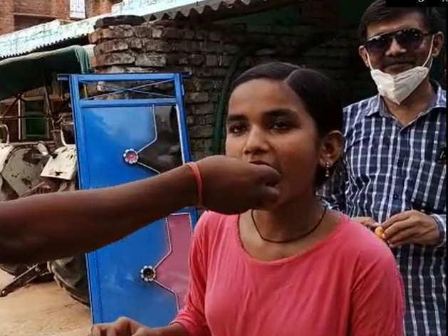 गांव की बेटी का कमाल: 24 KM साइकल चलाकर जाती थी स्कूल, 10वीं में आए 98.5 फीसदी मार्क्स