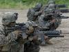 चीन से जंग का खतरा, जापान से लेकर पश्चिम एशिया तक हजारों सैनिक भेज रहे अमेरिका और ब्रिटेन