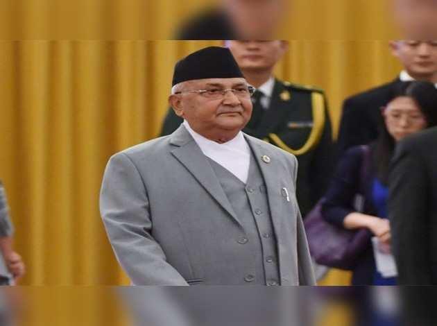 नेपाल: इस्तीफे के बढ़ते दबाव के बीच पीएम ओली ने राष्ट्रपति भंडारी से की मुलाकात