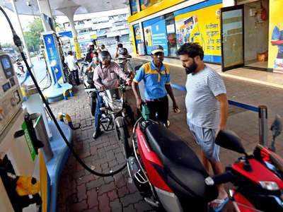 पेट्रोल-डीजल की कीमतें आज भी वही (File Photo)