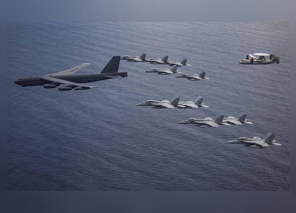 दक्षिण चीन सागर में एक साथ उड़े 11 फाइटर जेट