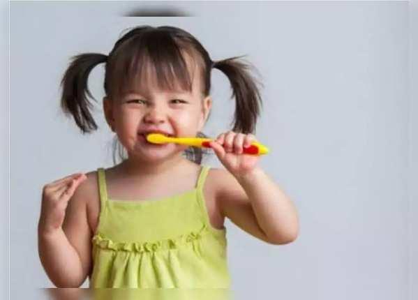 बच्चों के दांत साफ करने का तरीका