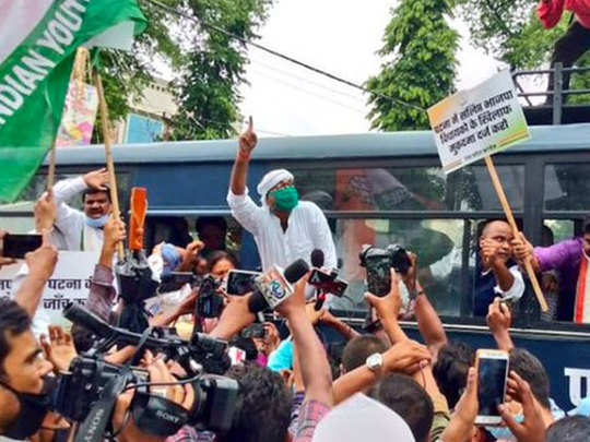 हिरासत में लेने के बाद रिहा किए गए यूपी कांग्रेस चीफ