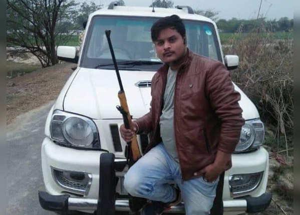 पुलिस ने किया अमर की संलिप्तता का दावा