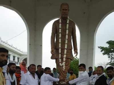आजमगढ़ में चंद्रशेखर की प्रतिमा