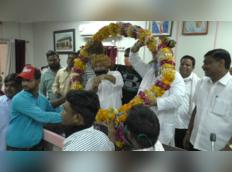 जब राजस्थान में मेयर ने ही उड़ा डाली social distancing की धज्जियां, जमकर मनाया जश्न