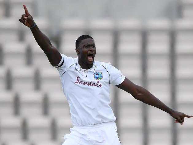 गेंदबाजों का जलवा, वेस्टइंडीज ने इंग्लैंड को बैकफुट पर धकेला