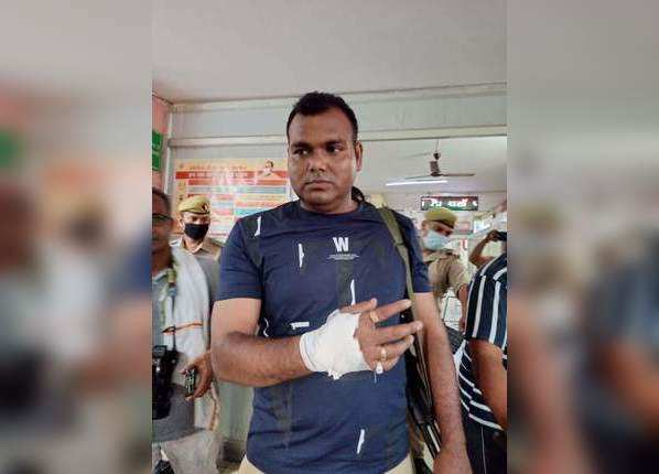 STF कर्मचारी को भी लगी चोट