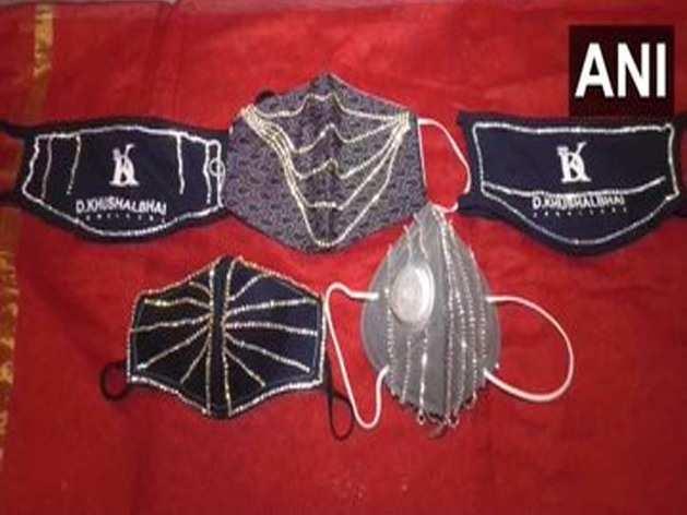 सूरत में हीरा जड़ित 'डायमंड मास्क' का क्रेज, लाखों में कीमत
