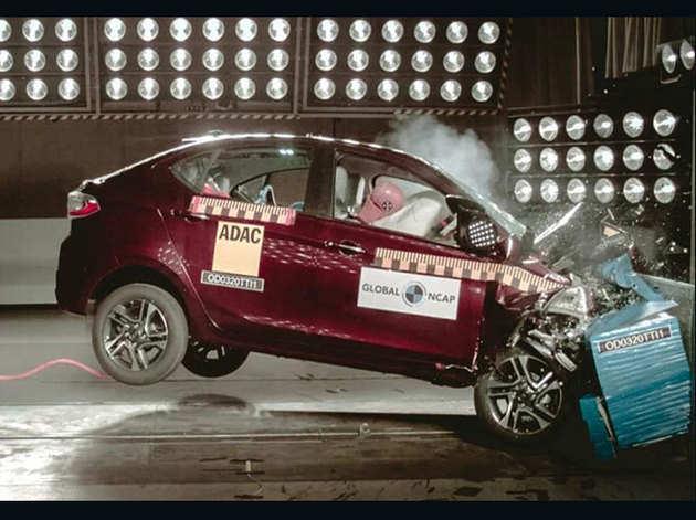 महिंद्रा XUV 300 भारत की सबसे 'सेफ' कार , देखें पूरी लिस्ट