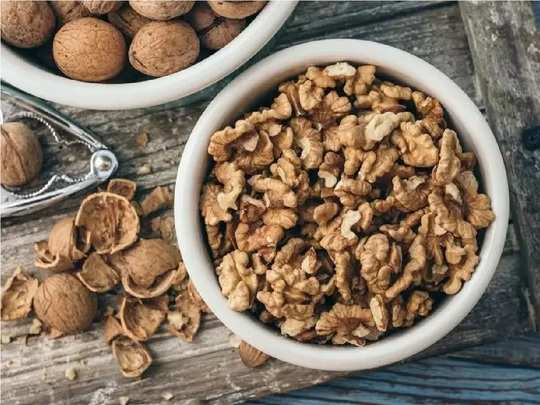 benefits and risks of eating walnut during pregnancy in hindi