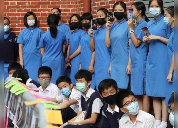 स्कूलों में राजनीतिक गतिविधियों पर बैन