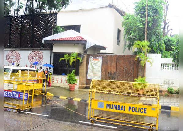 तस्वीरें: BMC ने बिग बी के बंगले 'जलसा' को किया सैनिटाइज