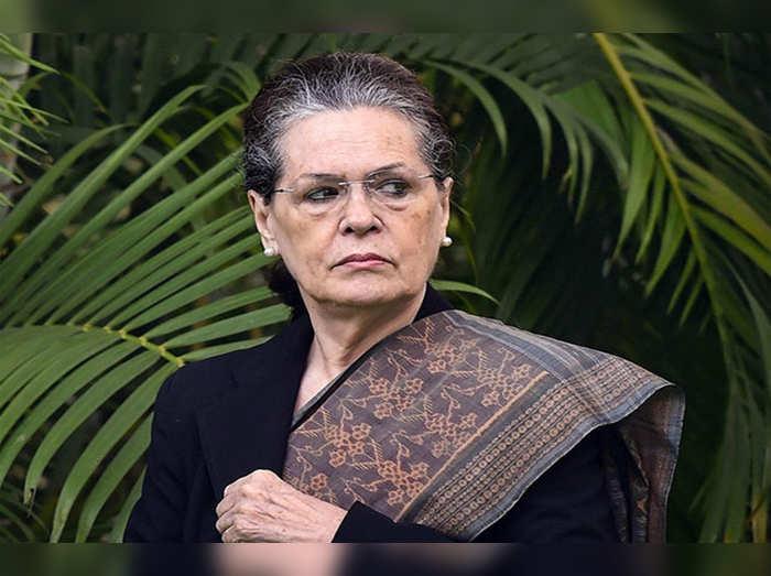 सोनिया गांधी सक्रिय