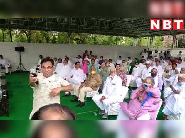 जयपुर में कांग्रेस ने किया शक्ति प्रदर्शन, कराई विधायकों की परेड