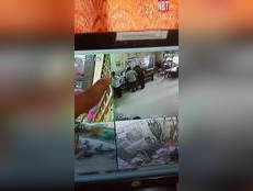 नीमचः पलक झपकते ही बैंक से 10 लाख चुराकर भागा 12 साल का चोर, CCTV में आया नजर