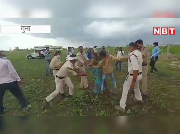 Video में देखिए पुलिस की बर्बरता: मारते-मारते बेसुध कर दिया, महिला के कपड़े फाड़े