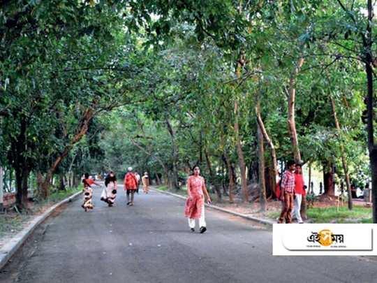 morning walkers in rabindra sarobar