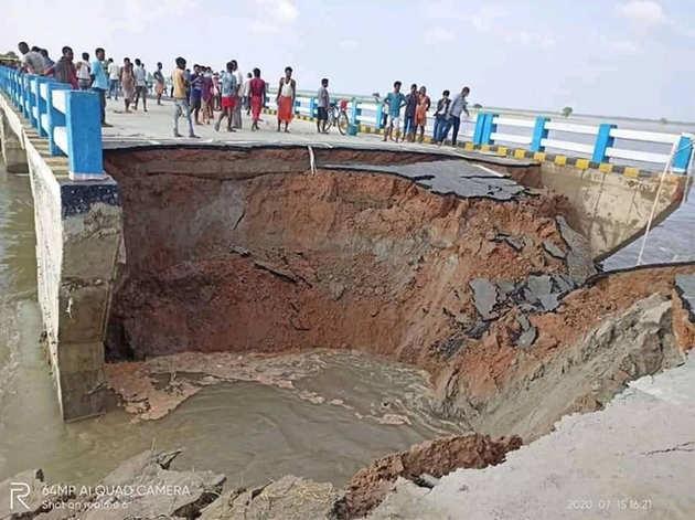 बिहार में बाढ़ का कहरः 29 दिन में बह गया 264 करोड़ का पुल का एप्रोच रोड, तेजस्वी ने साधा निशाना