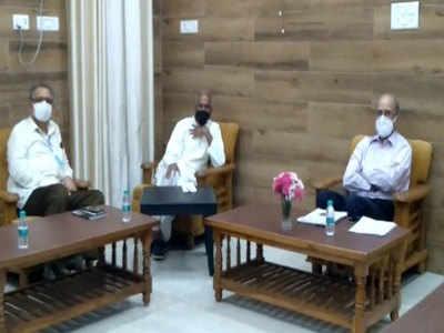 <p>ट्रस्ट के महामंत्री चम्पत राय अयोध्या पहुंचे<br></p>