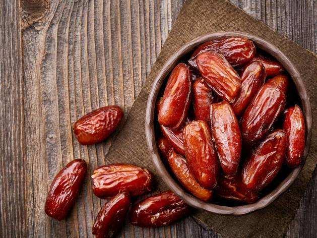 Health Benefits Of Dates : रात को सोने से पहले करें 2 खजूर का सेवन, मिलेंगे ये 8 फायदे
