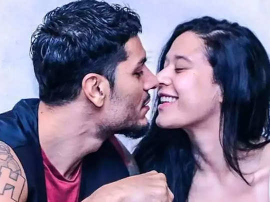 krishna shroff with boyfriend