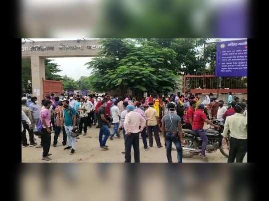 Patna news updates: पटना एम्स में हड़ताल पर गए नर्सिंग स्टाफ व सफाईकर्मी, हंगामा करने पर 8 गिरफ्तार, परिसर में रैपिड एक्शन फोर्स तैनात