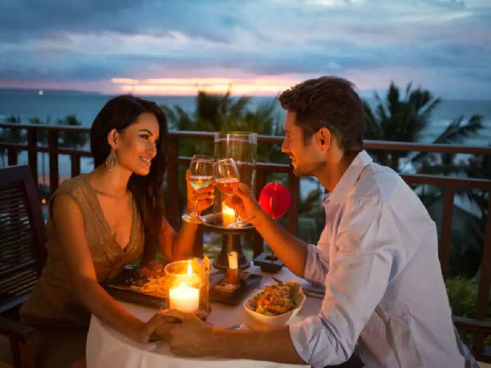 boys observe these things in girls on first date in marathi