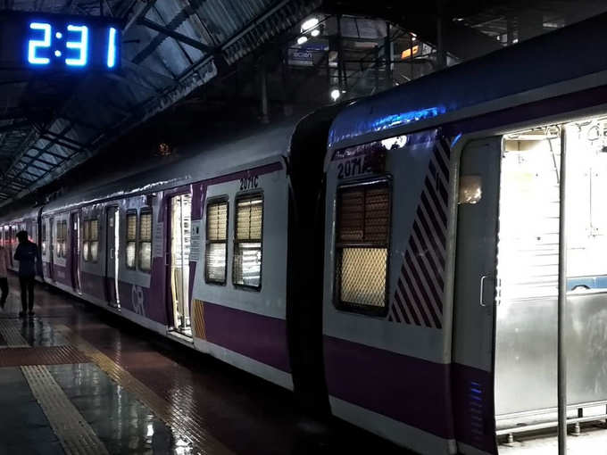 इन रेलवे स्टेशनों पर शाम ढलने के बाद जाने से डरते हैं लोग