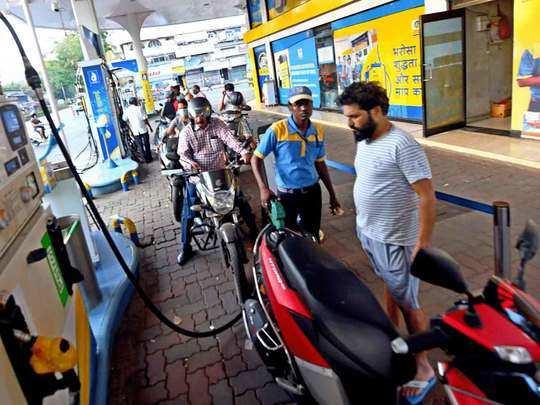 क्या है आज पेट्रोल डीजल की कीमत (File Photo)