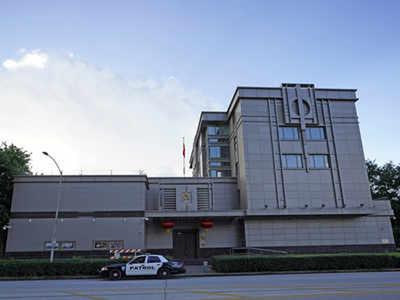 चीन ने ह्यूस्टन के वाणिज्य दूतावास को छोड़ने से किया इनकार