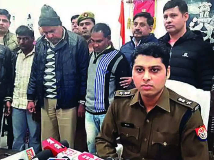 कानपुर एसएसपी दिनेश कुमार पी का तबादला