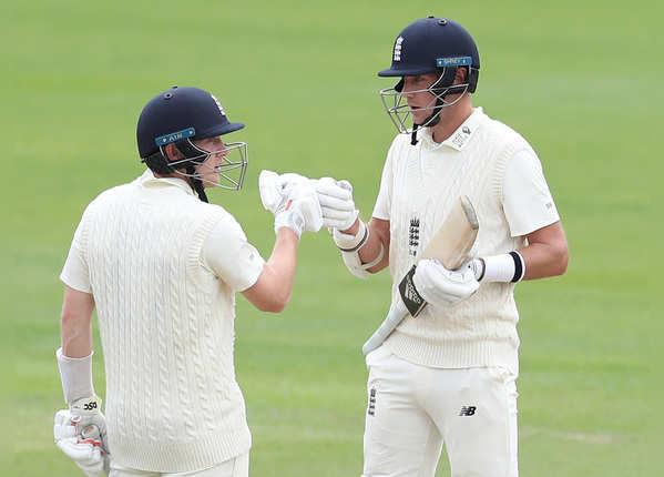 इंग्लैंड ने पहली पारी में बनाए 369 रन