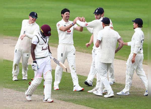 मैनचेस्टर टेस्ट : दूसरे दिन बैकफुट पर विंडीज