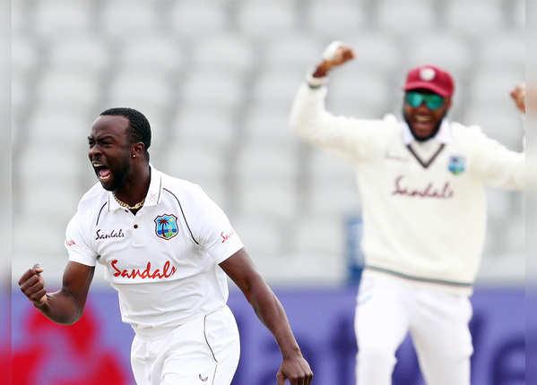 केमार रोच का जलवा, पूरे किए 200 टेस्ट विकेट