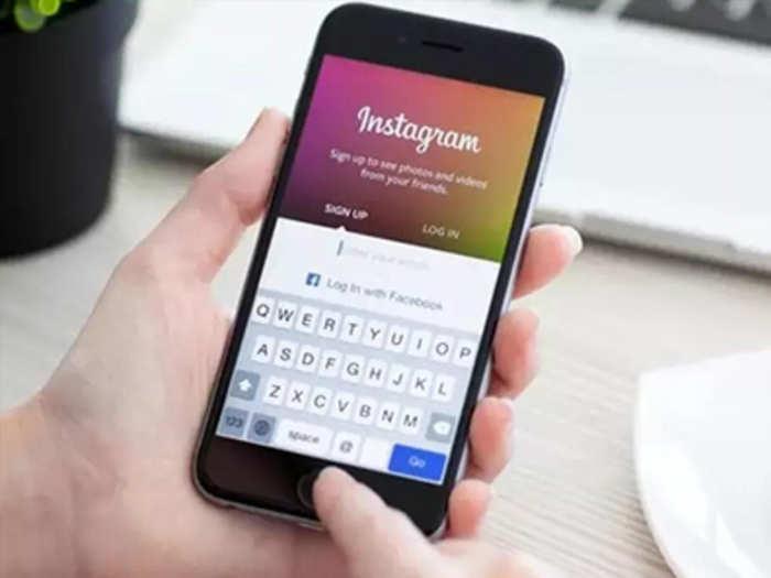क्या कैमरे से आपको देख रहा Instagram ऐप? कंपनी ने बताया बग