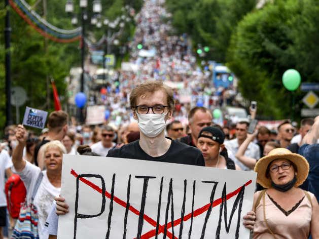 रूस: राष्ट्रपति पुतिन के खिलाफ नाराजगी, दो हफ्ते से सड़कों पर उतरे हैं सैकड़ों लोग