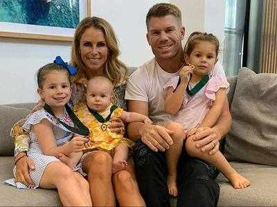 अपने परिवार के साथ डेविड वॉर्नर
