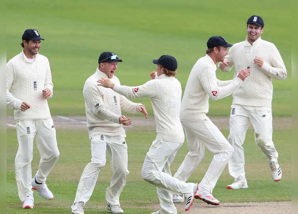 विंडीज को मिला 399 रन का लक्ष्य, 129 पर सिमटी टीम