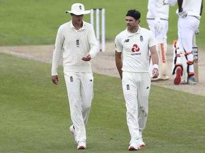 ब्रॉड-एंडरसन ने एक ही बल्लेबाज को आउट कर पूरे किए 500 विकेट (एपी फोटो)