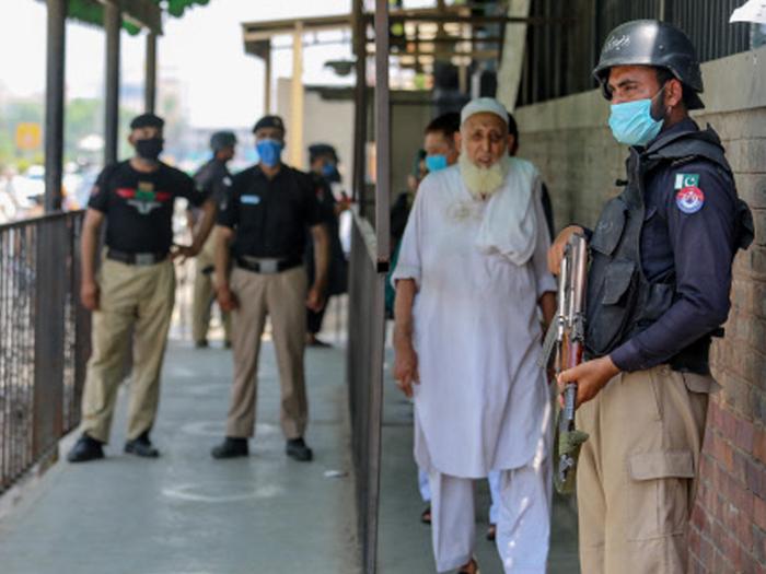 Man shot dead in pakistan